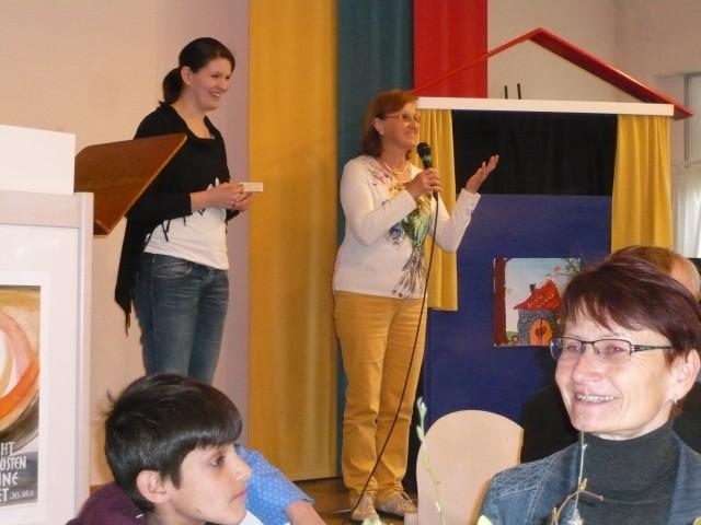 Internat. Café 9.4.16 Andrea und Elisabeth I
